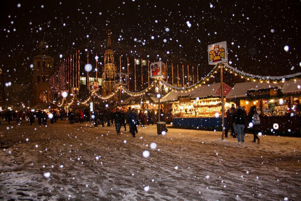 Christkindlesmarkt Nürnberg mit Schönem Brunnen